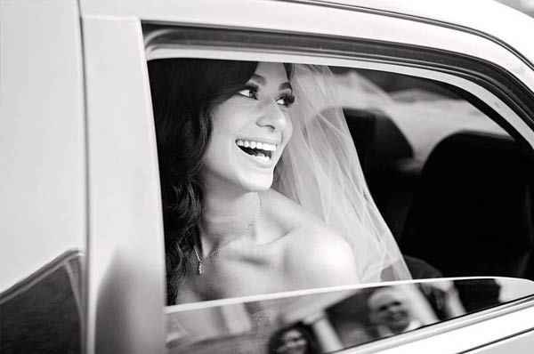 sposa-in-limousine-bianca